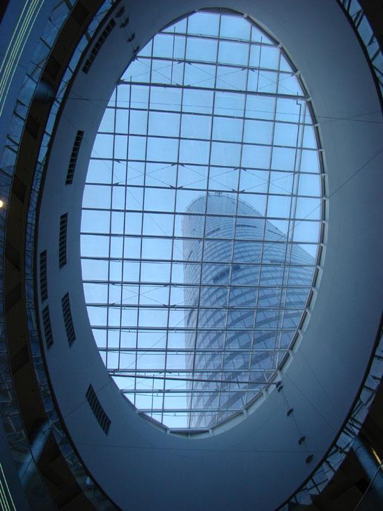 Sky Tower - świetlik