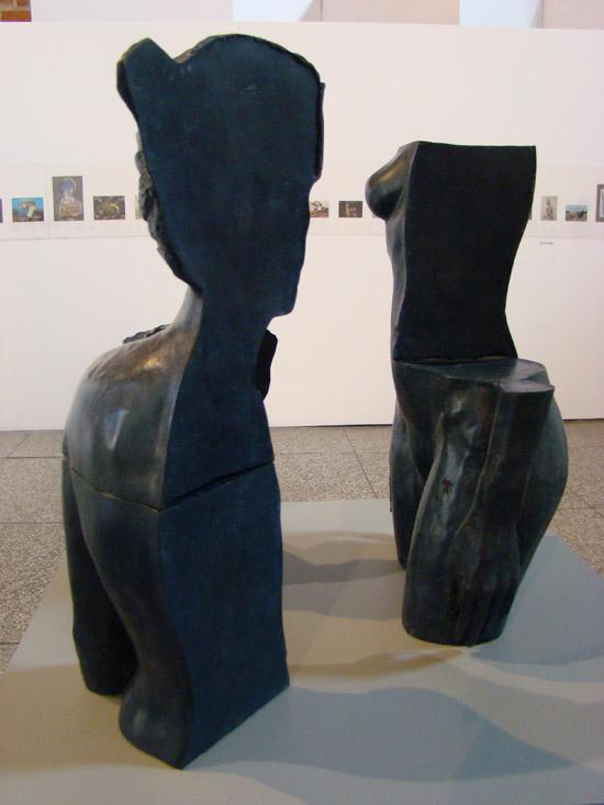 czarna rzeźba