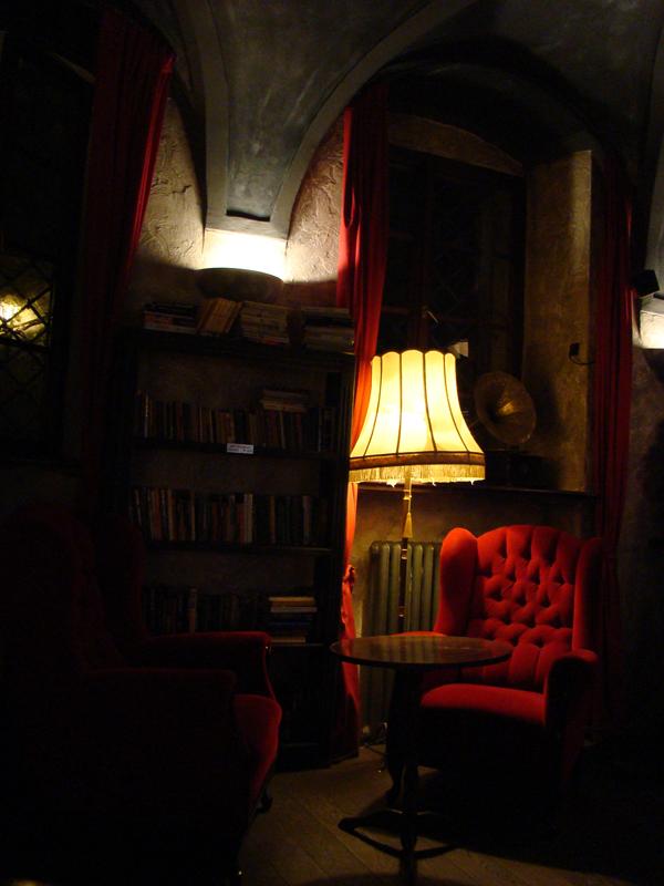 czerwone fotele